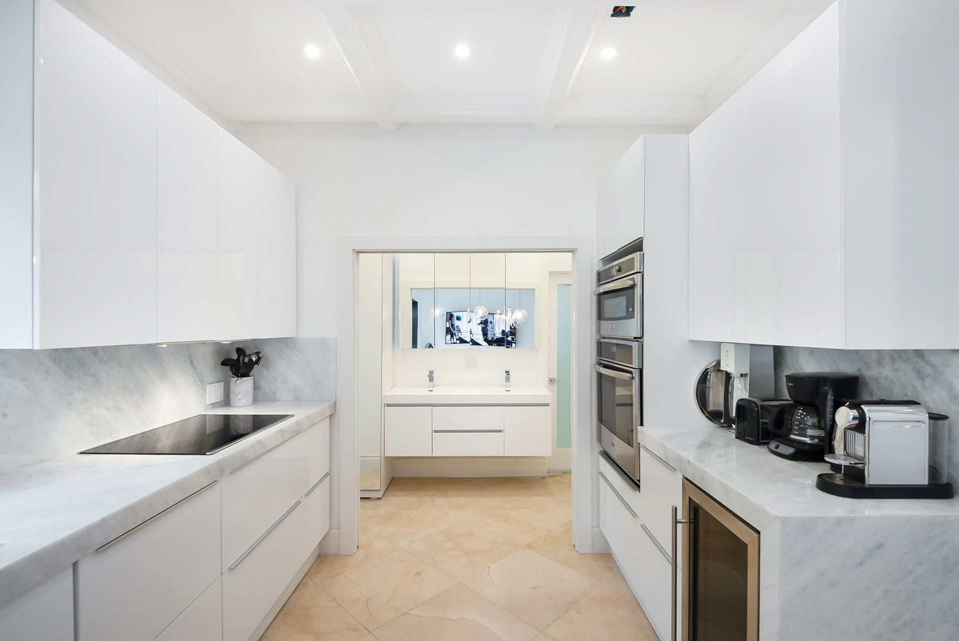6-kitchen-with-build-in-applicances - South Beach